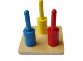 material-montessori-apilador-vertical-de-tres-colores